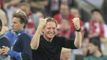 Markus Gisdol, Trainer des HSV grübelt über die Taktik für das Spiel gegen RB Leipzig nach