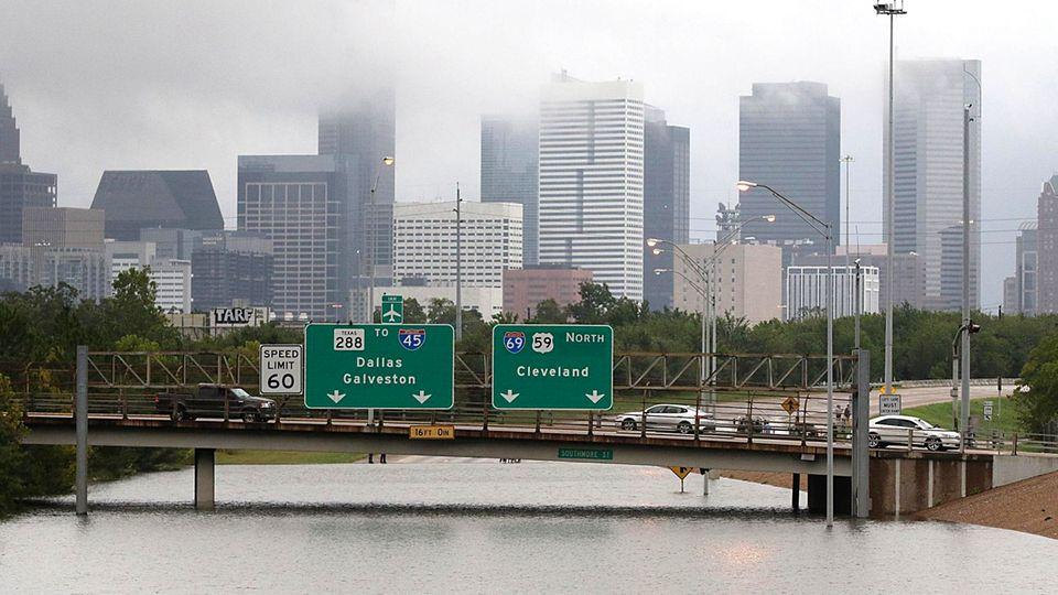 Überflutete Highways: So sah das Zentrum von Houston Ende August aus