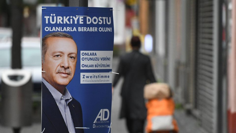 Der türkische Präsident Erdogan auf Wahlplakaten in Köln