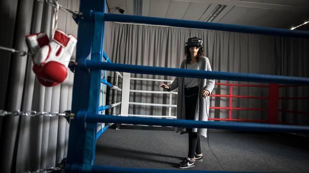 Ein Boxring schützt Besucher im Berliner Labor vor Unfällen in der virtuellen Realität