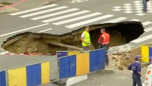 Belgien: Großes Erdloch tut sich in Brüssel auf