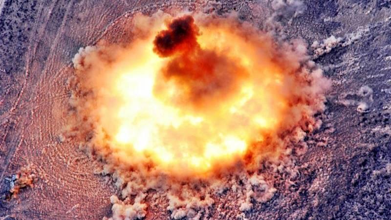 Das Foto zeigt Explosion und die beginnende Druckwelle des Vaters aller Bomben.