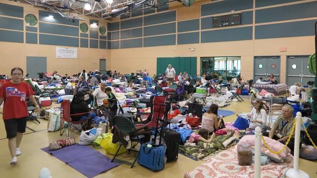 Wie hier in Palm Beach richteten die Behörden Notunterkünfte ein