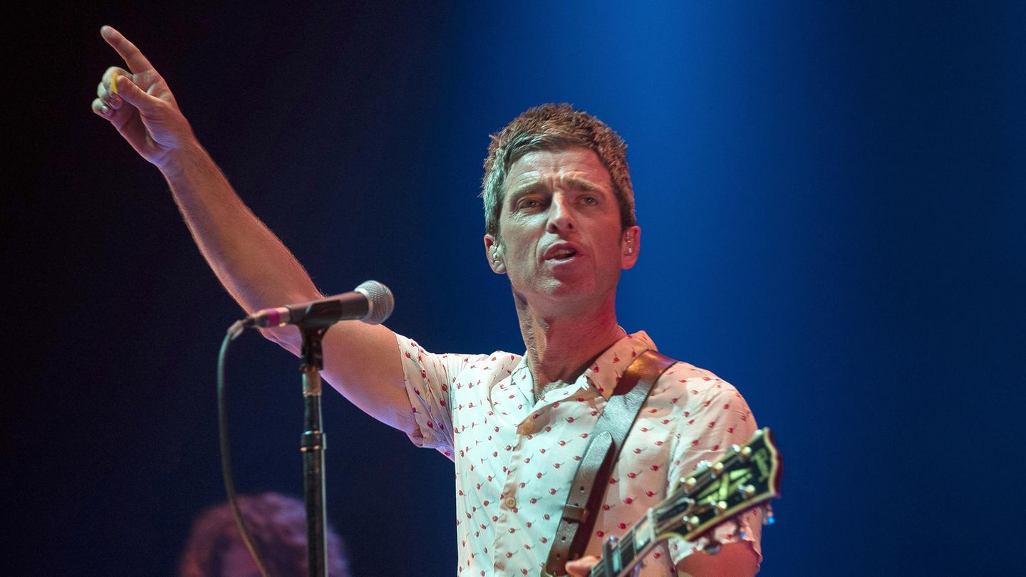 "Noel Gallagher ist mit seiner Band High Flying Birds beim Benefiz-Konzert in Manchester aufgetreten. Beim Oasis-Hit ""Don't look back in anger"" kamen ihm die Tränen."