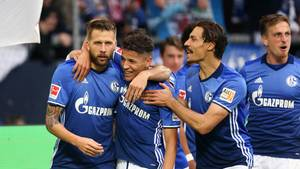 Guido Burgstaller (l.) wurde erst zur Halbzeit eingewechselt, traf aber wenige Minuten später zum 3:1 für den FC Schalke 04