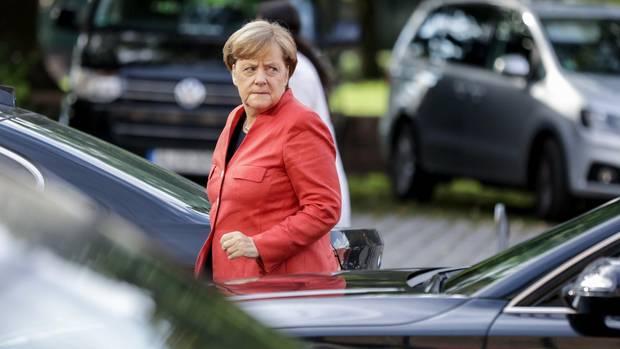 Angela Merkel auf dem Weg zur CDU-Präsidiumssitzung: Wie taktisch muss man wählen?