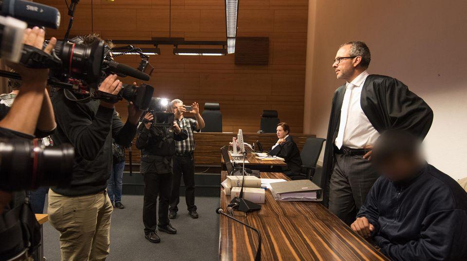 Der Angeklagte Hussein K. legte am zweiten Prozesstag ein Geständnis ab