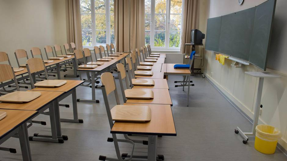 News: Thüringen: Jugendlicher sticht im Klassenzimmer auf Mitschüler ...