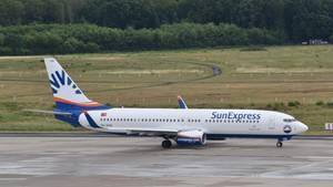 Feueralarm im Flugzeug: Eine Maschine der Fluggesellschaft SunExpress am Flughafen in Köln Bonn