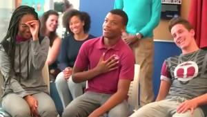 Barack Obama überrascht Schüler im Klassenzimmer der McKinley Tech High School