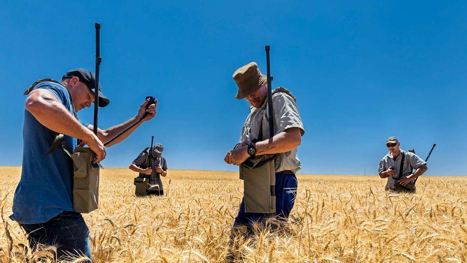 """Die """"Suidlanders"""" bereiten sich auf einen Bürgerkrieg vor, hier trainieren sie mit Funkgeräten"""