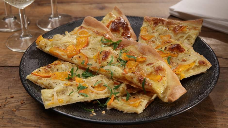 Leckere Rezept-Variante: Dieser vegetarische Kürbis-Flammkuchen schmeckt auch Fleischessern