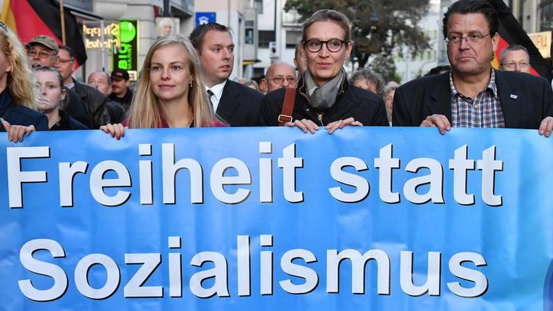 Alice Weidel mit den Spitzen der AfD Tühringen bei Wahlveranstaltung in Jena