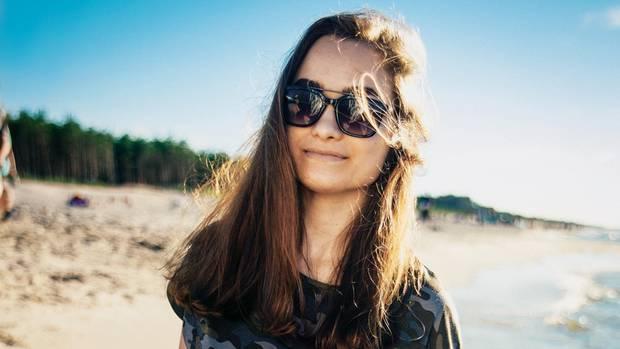 Für die meisten Jugendlichen selbstverständlich, für Nina ein Wunder: am Strand die Sonne genießen