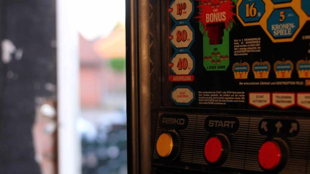 Vor Jahren hat in Werpeloh mal eine Kuh auf den Spielautomaten geschissen, wie ein Gast erzählte