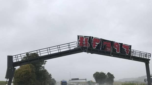 Nachrichten aus Deutschland: Beschädigte Brücke auf der A5