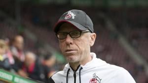 Peter Stöger, Trainer des 1. FC Köln beim Auswärtsspiel in Augsburg