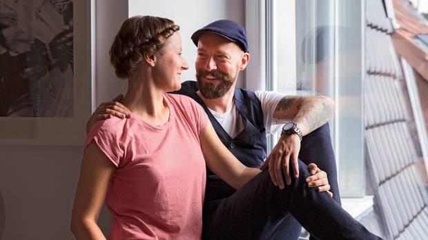 Nicole und Tobias führen ein Haushaltsbuch - und halten darin ihre Erinnerungen fest