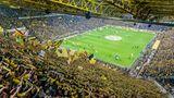 Das größte Deutsche Fußball-Stadion, der Signal-Iduna-Park in Dortmund, mit seinen fast 66.000 Sitzplätzen