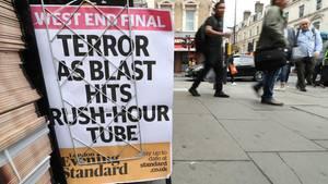 """Die Schlagzeile im """"Evening Standard"""" Tag nach dem Attentat auf die London Underground. Die britische Regierung rief die Bevölkerung zur Wachsamkeit auf."""