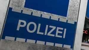 Der Vater erschien mit den beiden Jungen am Samstagnachmittag auf einer Berliner Polizeiwache und erstattete Anzeige (Symbolbild)