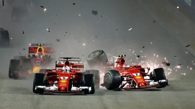 Die beiden Ferraris nehmen den Red Bull von Max Verstappen ins Sandwich