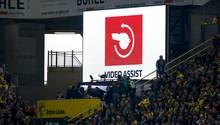 Der Video-Assistent griff beim Spiel BVB gegen Köln gleich zweimal ein