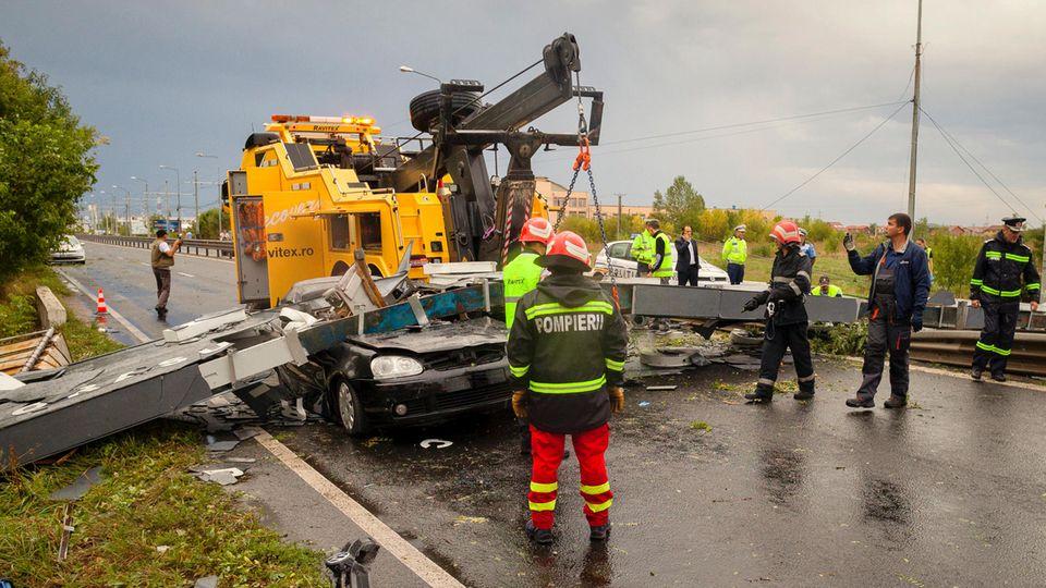 Rettungskräfte sind nach dem Umwetter in Rumänien im Einsatz