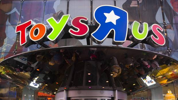 Der Eingang einer Toys R Us-Filiale am Times Square in New York, USA