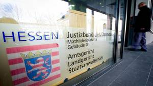 Landgericht Darmstadt: 33-Jähriger gesteht tödlichen Kopfschuss auf Ex-Geliebte