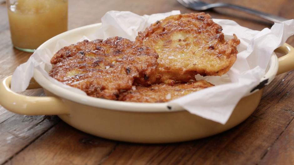 Rezept für Kartoffelpuffer: Reibekuchen - so lecker wie bei Oma