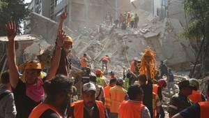 Fast 150 Tote bei schwerem Erdbeben in Mexiko