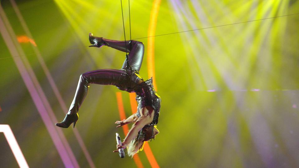 Schon 2013 beim Echo Music Award in Berlin zeigte Helene Fischer eine akrobatische Showeinlage