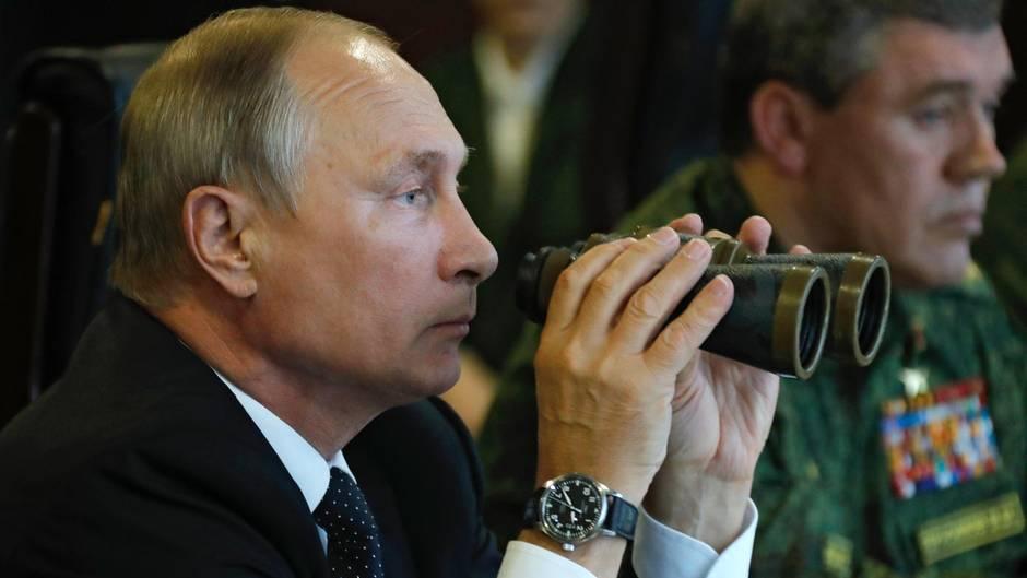 "Wladimir Putin beobachtet das Manöver ""Zapad"""