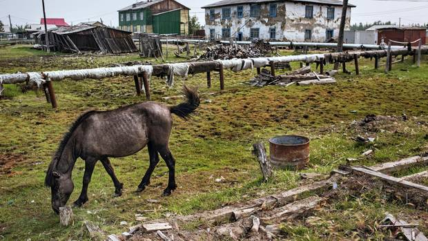 Die kalten Winter hinterlassen Spuren im abgelegenen Dorf Sajdy, doch für Sanierungen hat niemand Geld