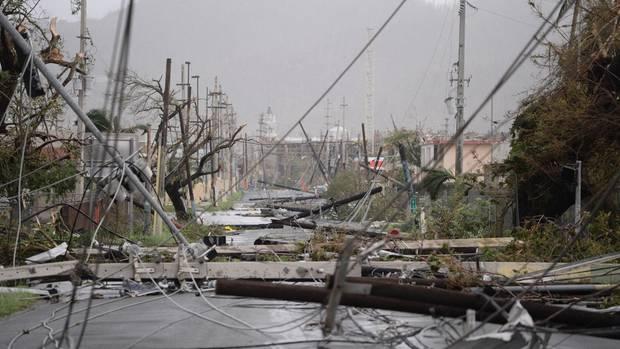 """Hurrikan """"Maria"""" trifft auf Puerto Rico und hinterlässt Verwüstung."""