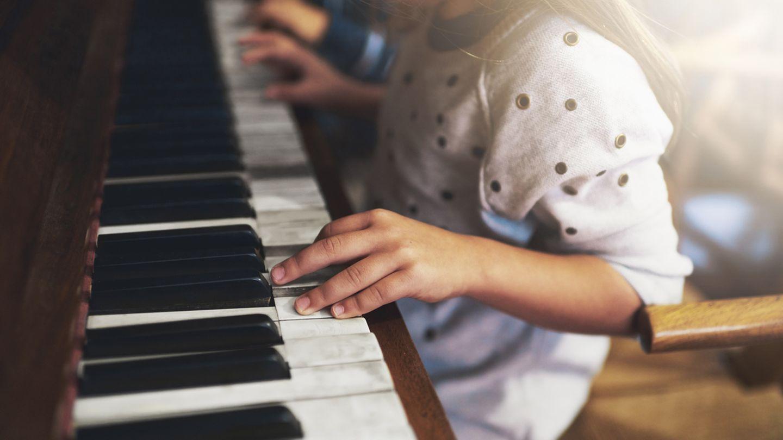 """Musizieren ist erlaubt. Ob Blockflöte oder Geige - """"Hausmusik ist grundsätzlich erlaubt"""", sagt Ulrich Ropertz vom Mieterbund zu """"Finanztest"""". Das gilt auch für das in der Regel unperfekte Spiel von Kindern. Für leisere Instrumente gelten anderthalb bis zwei Stunden Üben am Tag noch als zumutbar. Die Abstimmung von Übungszeiten mit den Nachbarn ist ratsam.Vermieter oder Gerichte können im Einzelfall Einschränkungen festlegen."""