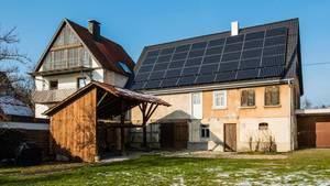 Solardach auf einem alten Haus