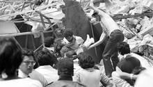 Erdbeben in Mexiko 1985: Bergung eines verletzten Kindes