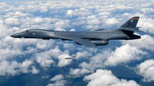 Amerikanischer B-1B-Bomber bei einer Übung über Südkorea