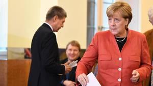 Bundeskanzlerin Angela Merkel (CDU) hat in Berlin ihre Stimme zur Bundestagswahl 2017 abgegeben