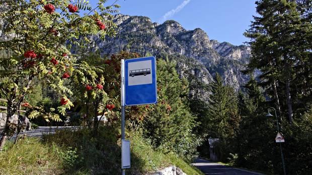 Eine Bergstraße in den Alpen