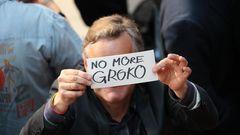 """Blick in die Zukunft? Ein Gast der Wahlparty der SPD hat die Worte """"No more Groko"""" auf einen Zettel geschrieben - keine Große Koalition mehr"""