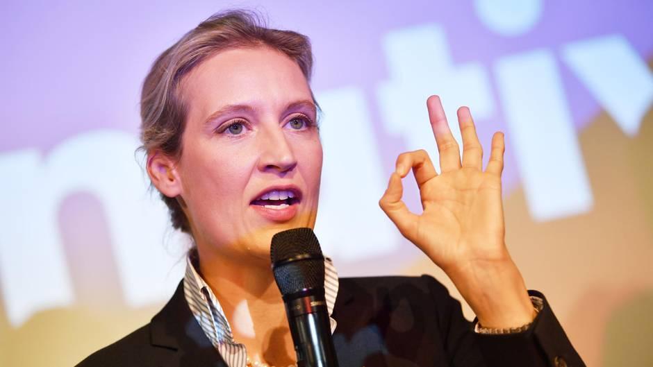 Alice Weidel, Spitzenkandidat der AfD, auf der Wahlparty ihrer Partei in Berlin