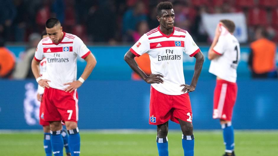 Bundesliga: Bobby Wood (l.) und Bakery Jatta stehen nach der Partie auf dem Rasen