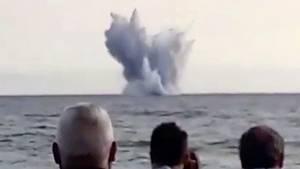 Während einer Flugshow in Terracina (Italien) verliert der Pilot eines Eurofighters die Kontrolle über seine Maschine und stürzt ins Meer