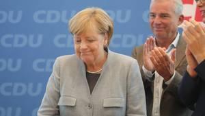 Merkel spricht vor Journalisten