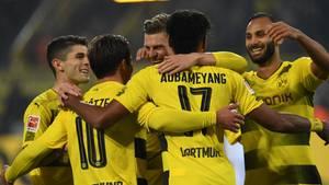 Die BVB-Stars nach dem Kantersieg gegen Gladbach in der Jubeltraube