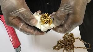 Flugpassagier mit knapp einem Kilo Gold im Hintern gefasst