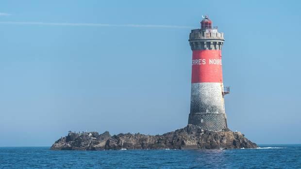 """""""Höllen"""" nennen die Franzosen solche Leuchttürme mitten auf hoher See, wie hier den Phare de Pierres Noires."""